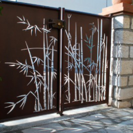 LC Gate with Bamboo Design